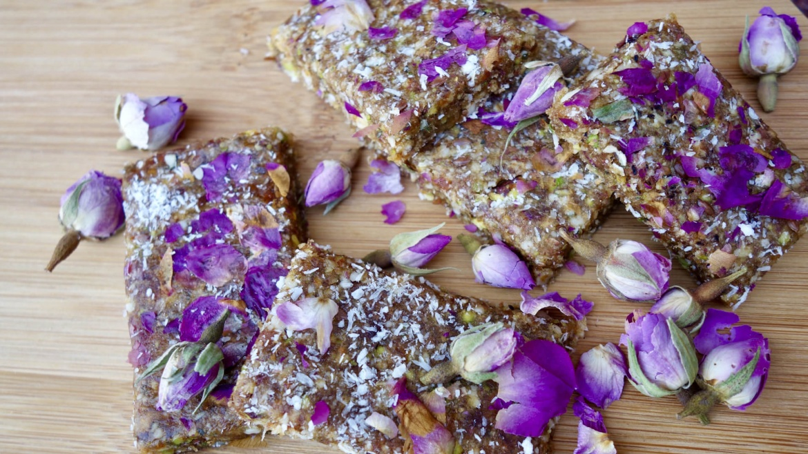 Healthy Energy Bar (Date and Rose Petal)